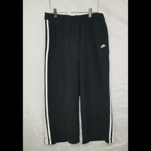 Nike cropped active pants
